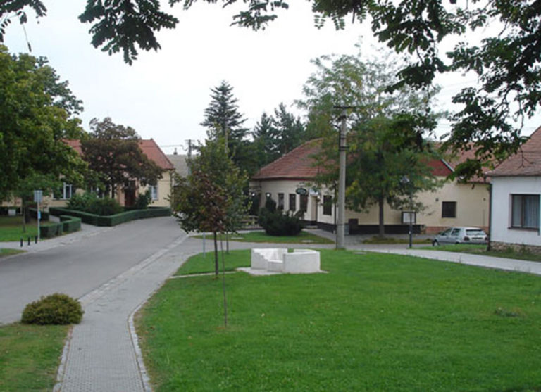 Památník obětem válek, 2005